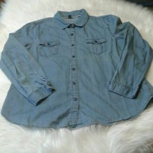 Woman's size L old navy shirt $ 15.00 # 772